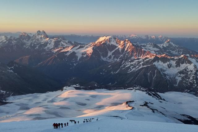 Изкачване на Западен и Източен Елбрус