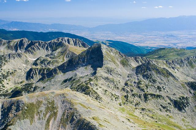 Върховете Хвойнати и Муратов гледани от връх Вихрен