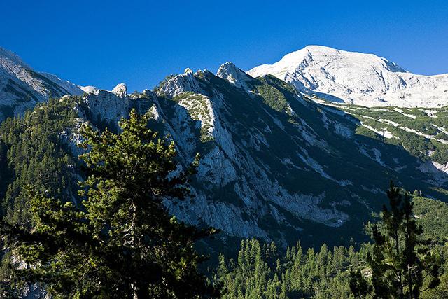 Средоноса и връх Баюви дупки