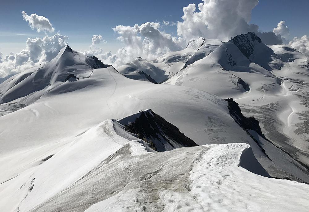 5 върха над 4000 метра над долината Saas-Fee в Швейцария