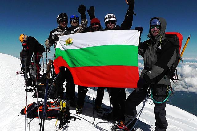 На връх Монблан с групата на Школа по катерене и алпинизъм