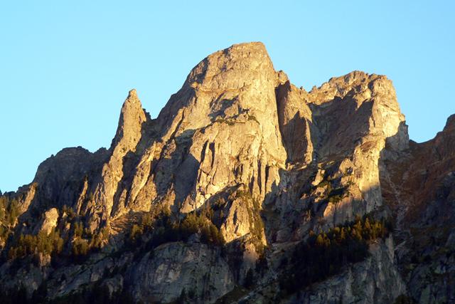 Връх Двуглав и връх Иглата гледани от Кирилова поляна