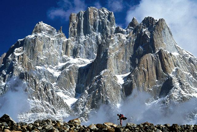 Поглед от ледника Балторо към Кулите Транго и Катедралите