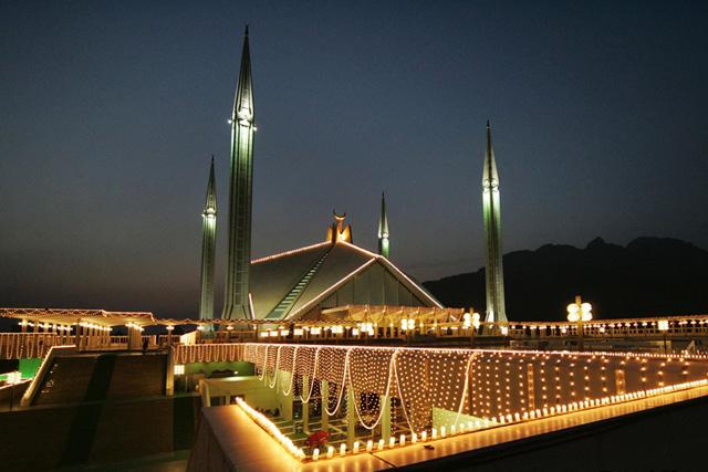 Джамията Shah Faisal в Исламабад