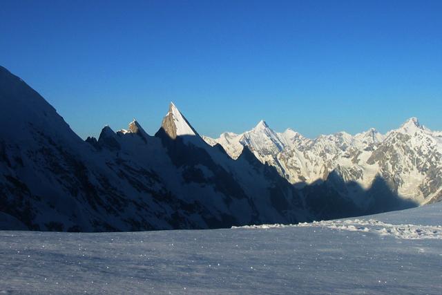 Връх Laila гледан от Gondogoro La (5700 м)