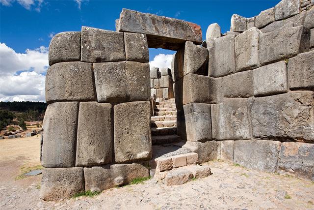 Гигантските каменни блокове на Саксауаман