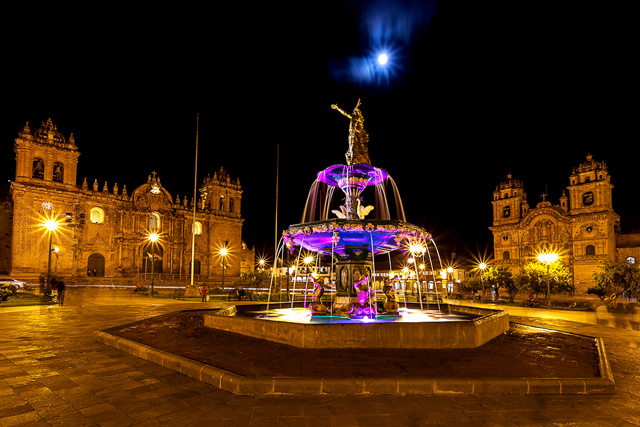 Центъра на Куско през нощта
