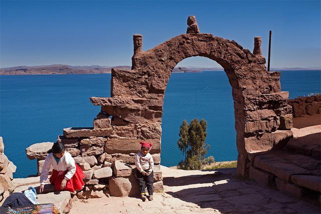 Гледка от остров Taquile към езерото Титикака