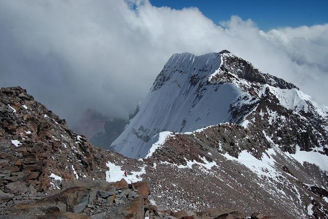 Южният връх на Аконкагуа и горната част на Южната стена