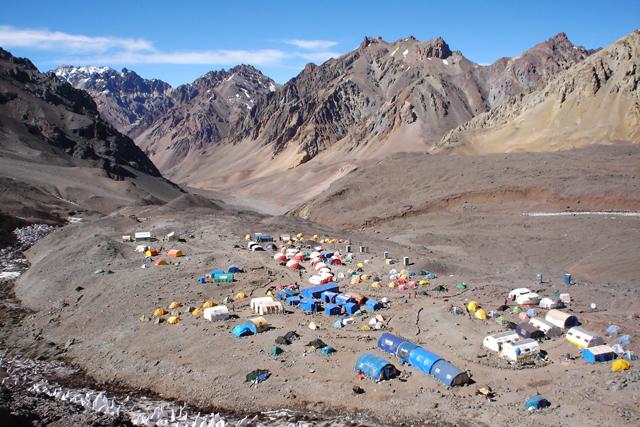 Базовият лагер Plaza de Mulas