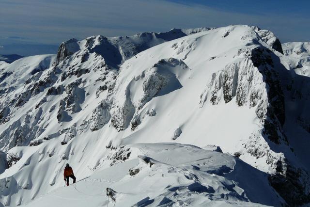 Малко преди връх Злия зъб с гледка към връх Орловец