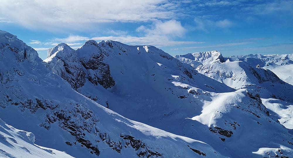 Зимен преход до заслон Страшното езеро и изкачване на връх Голяма Попова капа