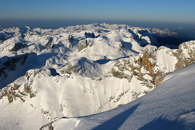 Гледка на юг от гребена под връх Триглав