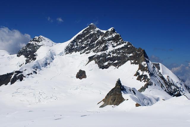 Връх Юнгфрау гледан от подхода за хижа Mönchsjochhütte