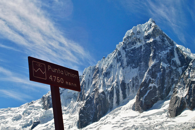 Превала Punta Union (4750 m) и връх Taulliraju (5830 м)