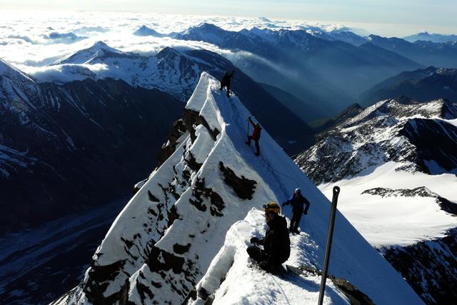 На слизане по връхния гребен на Клейнглокнер