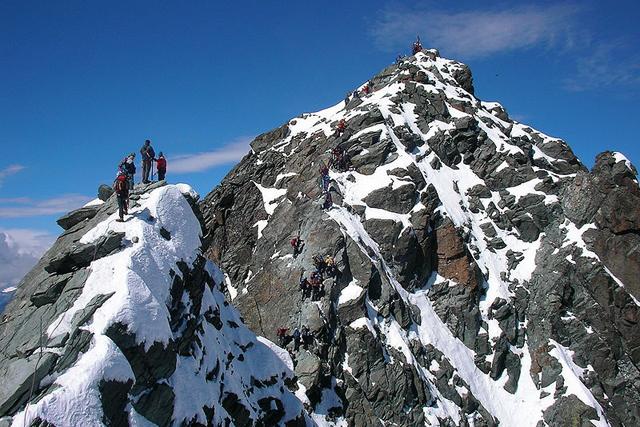 Връхния гребен на Клейнглокнер, а на заден план последният труден участък преди връх Гросглокнер