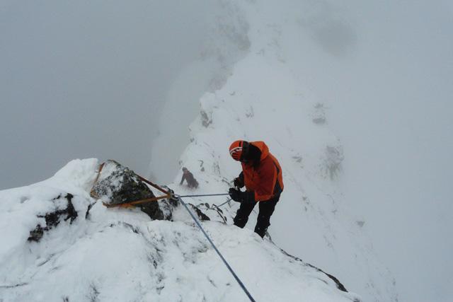 Слизане от първия връх, за да се стигне до втория връх