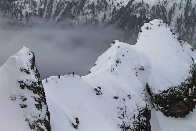 По гребена водещ към първия връх
