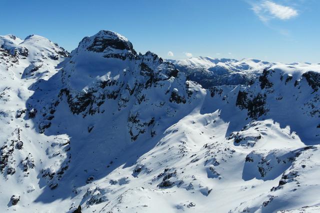 Поглед от връх Малка Мальовица към връх Орловец