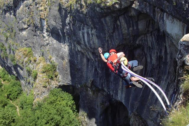Бънджи скокове на пещерата Проходна